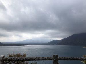 曇りの本栖湖